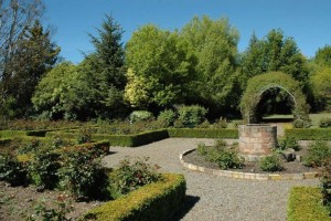 garden with arch